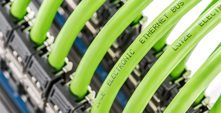 Un câble Ethernet industriel Cat. 6a en mouvement - LUTZE SASU