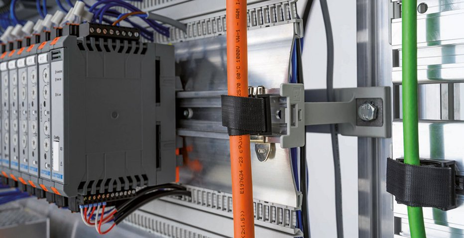 Tool-free cable pass in the control cabinet - Friedrich Lütze GmbH